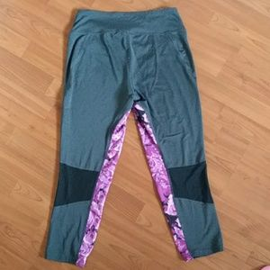 Fila Pants - Fila women's capri floral performance leggings EUC